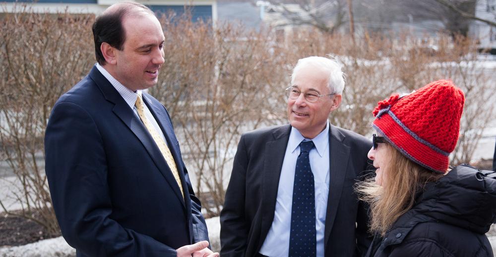 Berwick y el senador Jamie Eldridge
