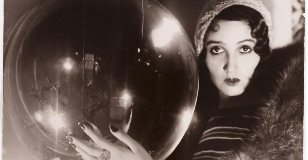 jacques-henri-lartigue-the-crystal-ball-rc3a9nc3a9e-perle-1931