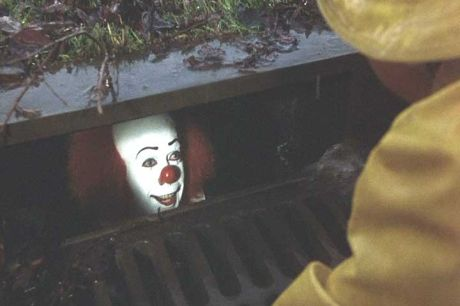 26419727_24756403_Sewer_Clown