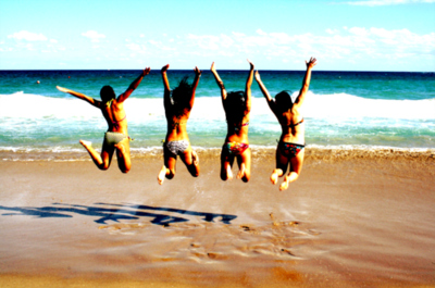 backgrounds-beach-florida-friends-fun-jumping-Favim.com-58683